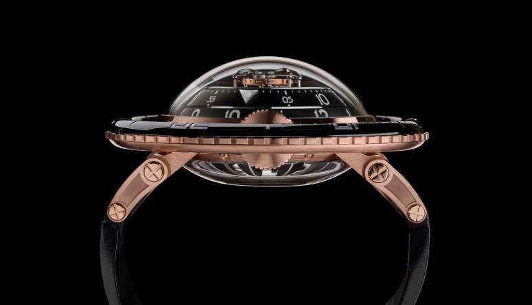 A Lovely Jellyfish Washes Ashore | MB&F HM7 Aquapod